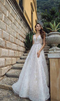 Ажурное свадебное платье с расклешенной юбкой