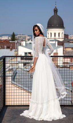 Лаконичное свадебное платье из белого кружева и шифона