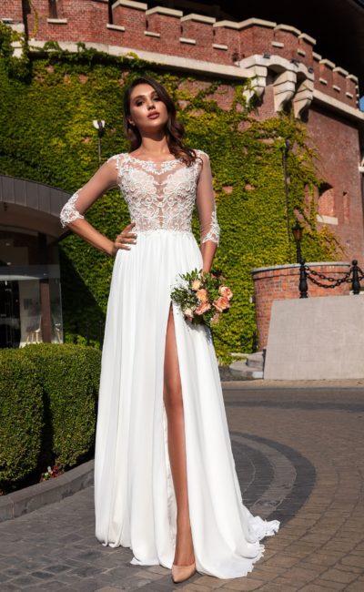Свадебное платье в греческом стиле с кружевным декором и легкой юбкой