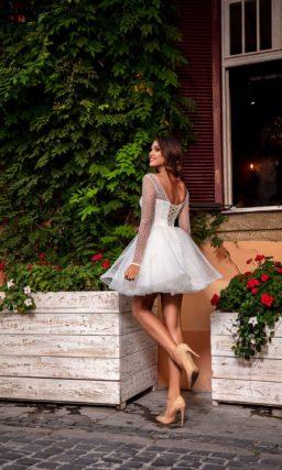 Короткое свадебное платье в сеточку