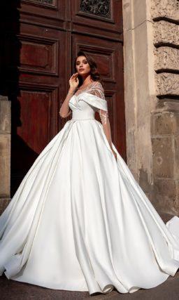 Атласное свадебное платье с пышной юбкой