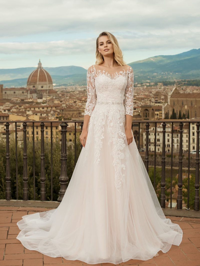 свадебное платье с ажурной вышивкой
