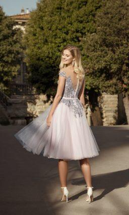 Короткое свадебное платье с легкой юбкой