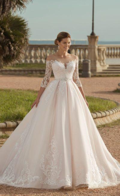 Свадебное пышное платье розового оттенка