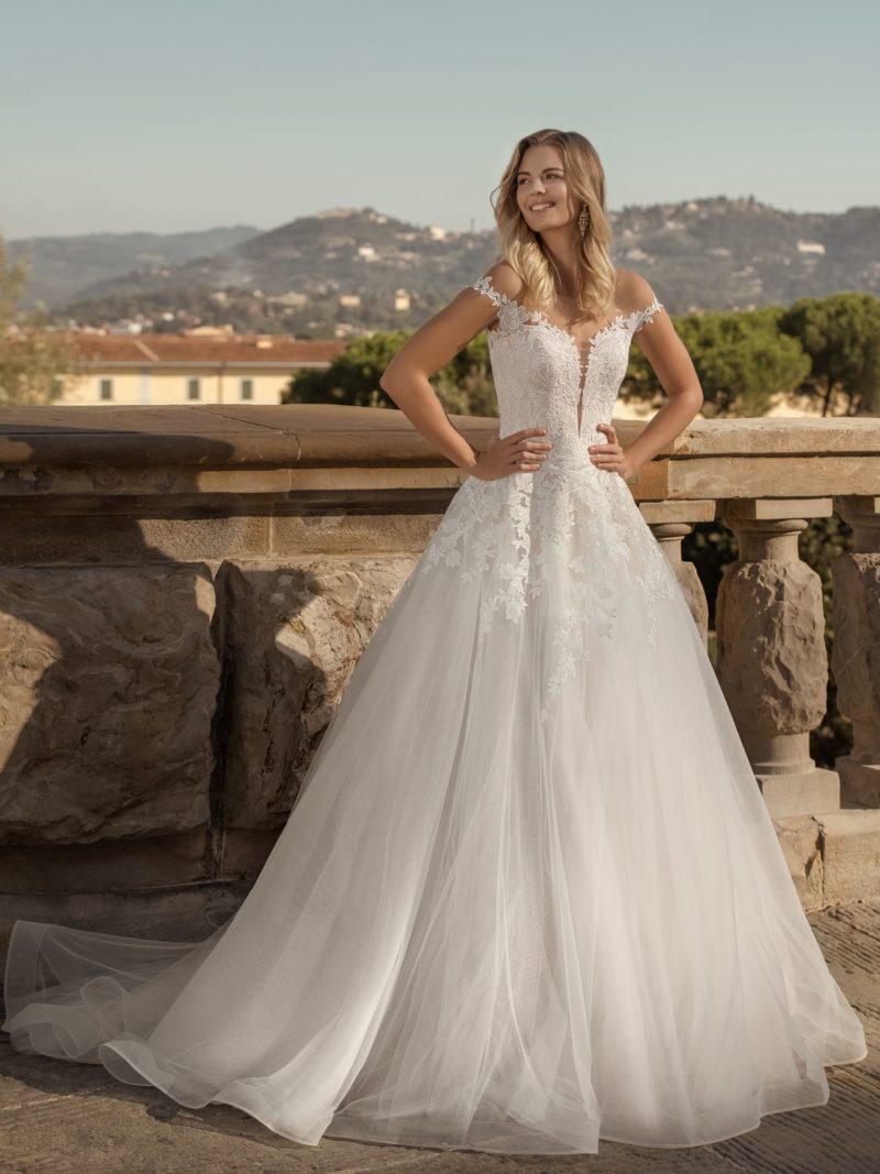 Пышное свадебное платье с пышной юбкой
