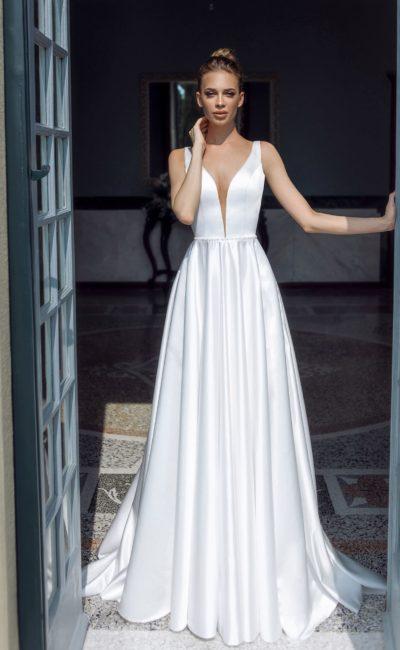 Атласное свадебное платье  в стиле минимализм