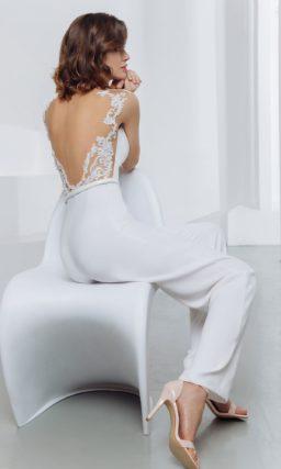 Белый брючный костюм-комбинезон