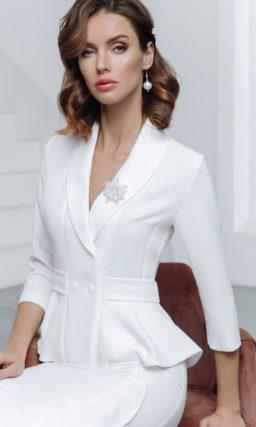 Свадебный костюм с юбкой до колен