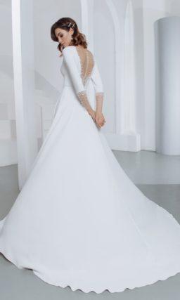 Приталенное свадебное платье с рукавом