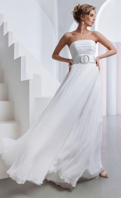 Свадебное платье с легкой юбкой и открытым верхом