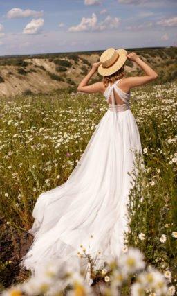 Свадебное платье украшенное сутажным кружевом
