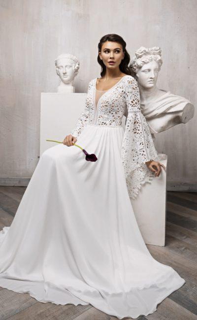 Приталенное свадебное платье цвета слоновой кости