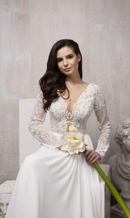 Свадебное платье приталенного силуэта с длинными рукавами