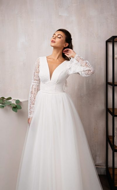 Пышное свадебное платье с фатиновой юбкой