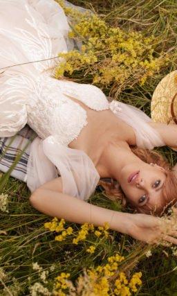 Пышное свадебное платье с открытым лифом