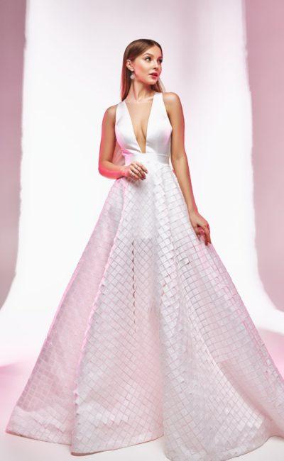 Пышное свадебное платье с геометрическим декором