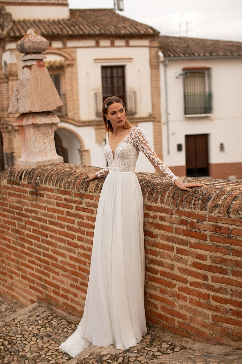 Свадебное платье из кружева и шифона