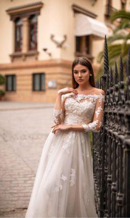 Воздушное свадебное платье из легкой ткани