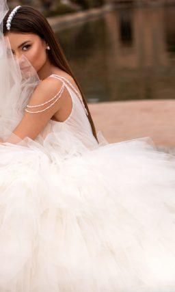 Свадебное платье с необычным кроем