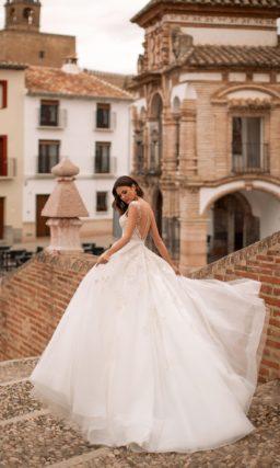 Свадебное платье на бретелях с пышной юбкой