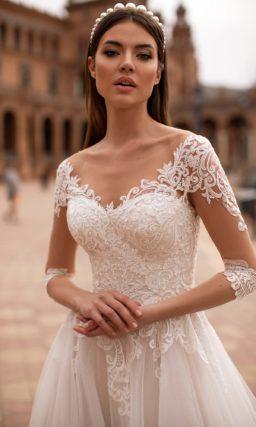 Свадебное платье с роскошным кружевным декором