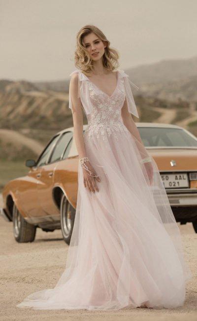 Свадебное платье из воздушной ткани