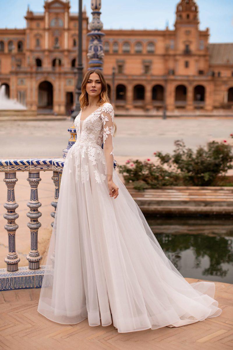 Свадебное платье в жемчужно-сером оттенке