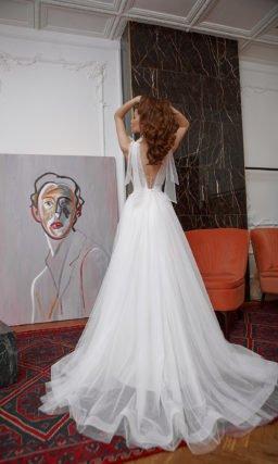 Свадебное платье из фатина с нежным декором