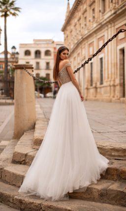 Свадебное платье с эффектным верхом цвета