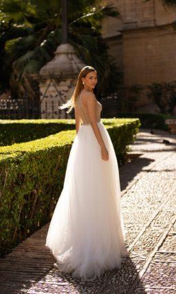 Свадебное платье приталенного кроя с верхом nude