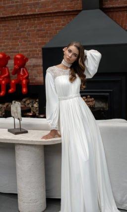прямое свадебное платье из крепа