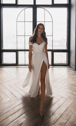Свадебное платье с высоким пикантным разрезом