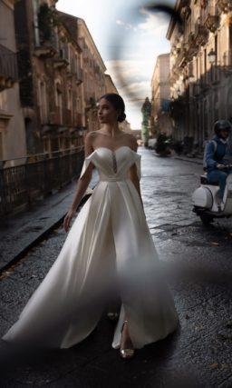 Свадебное платье из атласа с поясом
