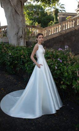 Блестящее свадебное платье красивое но простое