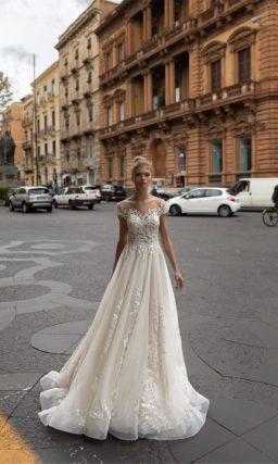 Свадебное платье декорированное фактурным кружевом