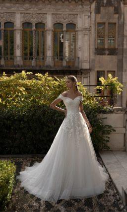 Свадебное платье украшенное аппликациями