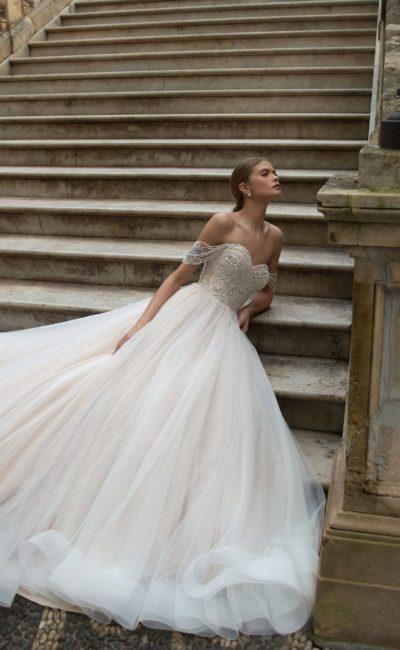 Расшитое пышное платье свадебное