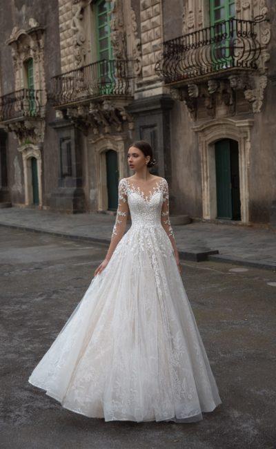 Свадебное платье с растительным орнаментом