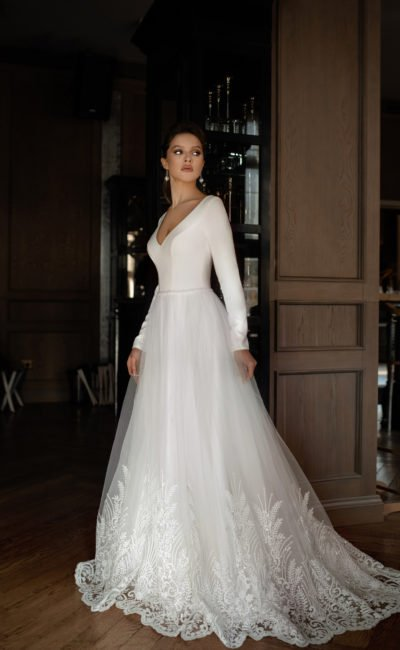 Свадебное платье с лаконичным топом