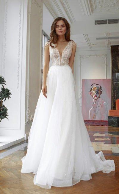 Свадебное платье с невесомой юбкой