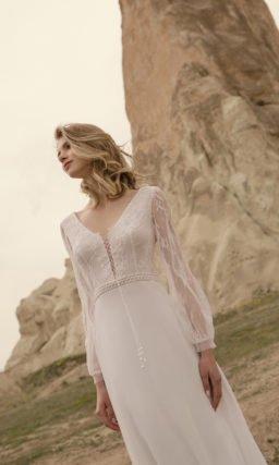 Прямое свадебное платье с поясом