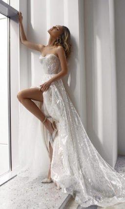 Свадебное платье с плавной ниспадающей юбкой