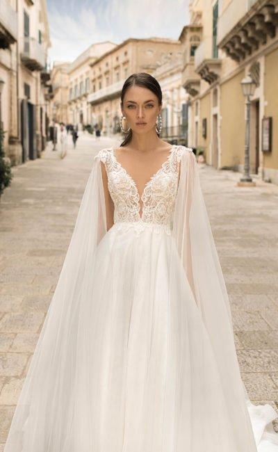 Свадебное платье с легкой юбкой из фатина