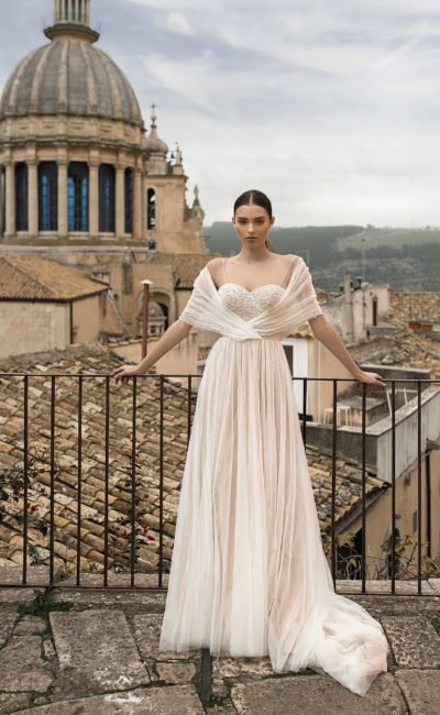 Свадебное платье с накидкой в греческом стиле