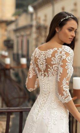 Свадебное платье с кружевными узорами с пайетками