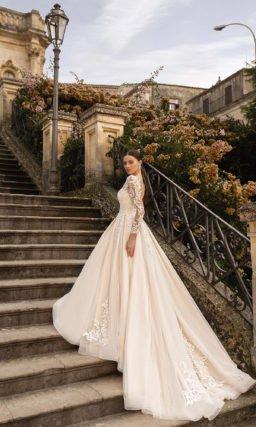 Свадебное слегка розовое платье