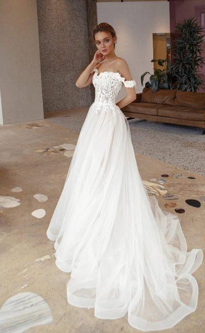 Свадебное платье с выразительным фактурным декором