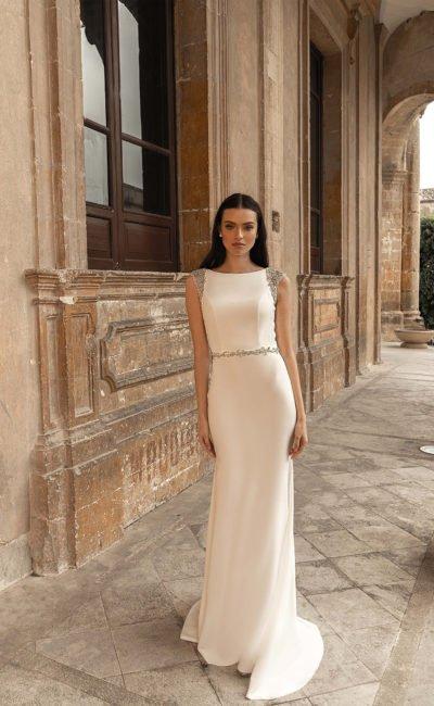 Свадебное платье прямого кроя из атласа