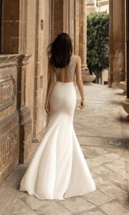 Свадебное платье с вырезом «лодочка»