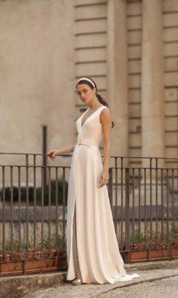 Свадебное платье приталенного кроя»
